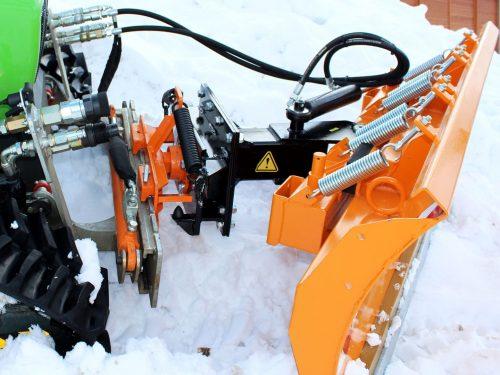 Schneeschild an Funkraupe
