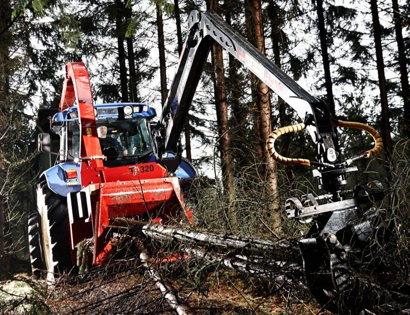 TP 320 PTO K Traktor Holzhäcksler mit Kran