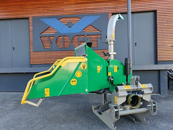 HS 150V Holzhäcksler für Traktor mit hydraulischem Seiteneinzug